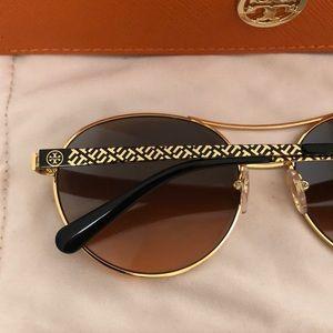 201a8dd38cfe Tory Burch Accessories - Tory Burch Aviator Sunglasses
